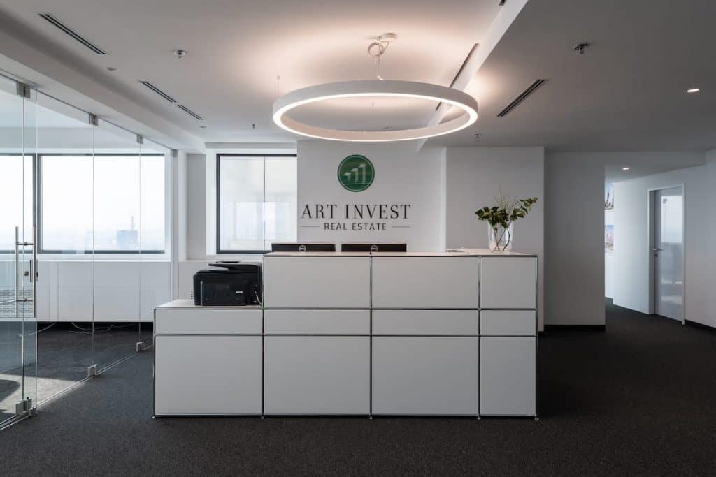 Rezeption eines Büros in weiß
