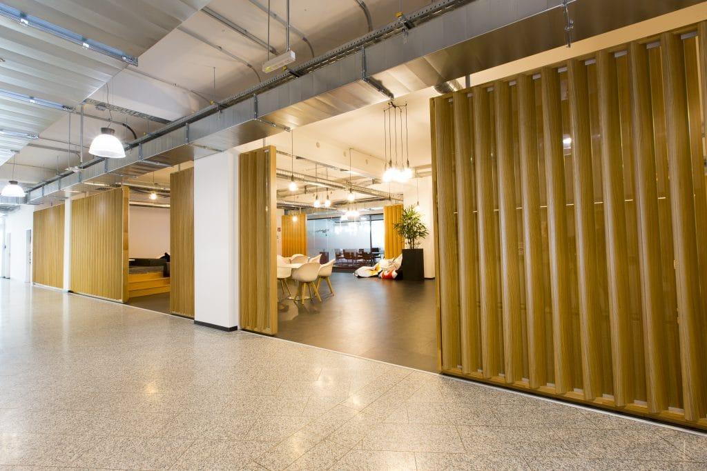 Büroplanung | Büromöbel - Infracom360