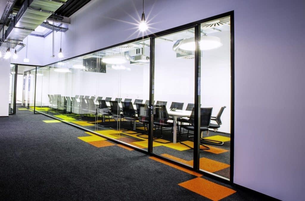 Büro planen | Maßgefertigte Büromöbel - Infracom360